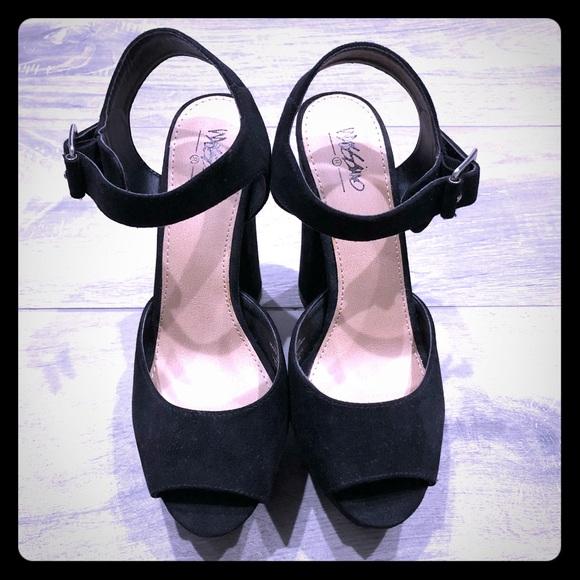 22a4237186e Mossimo Supply Co. Shoes - Mossimo black platform sandal - 7